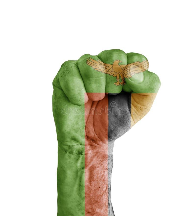 Flaggan av Zambia målade på den mänskliga näven som segersymbol royaltyfria bilder