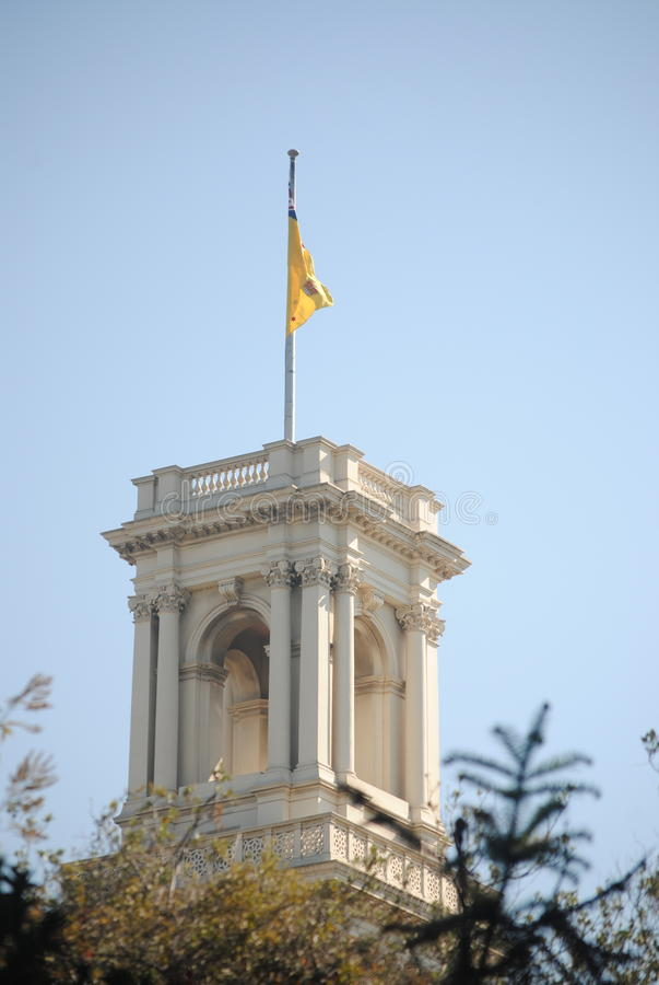 Flagge auf dem Regierungs-Haus lizenzfreies stockbild