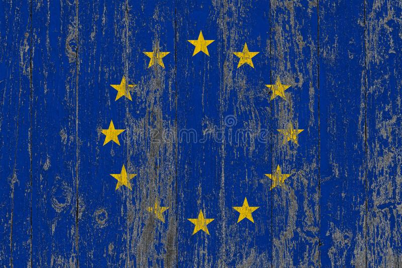 Flagge der Europäischer Gemeinschaft heraus gemalt auf abgenutztem hölzernem Beschaffenheitshintergrund lizenzfreie stockfotografie