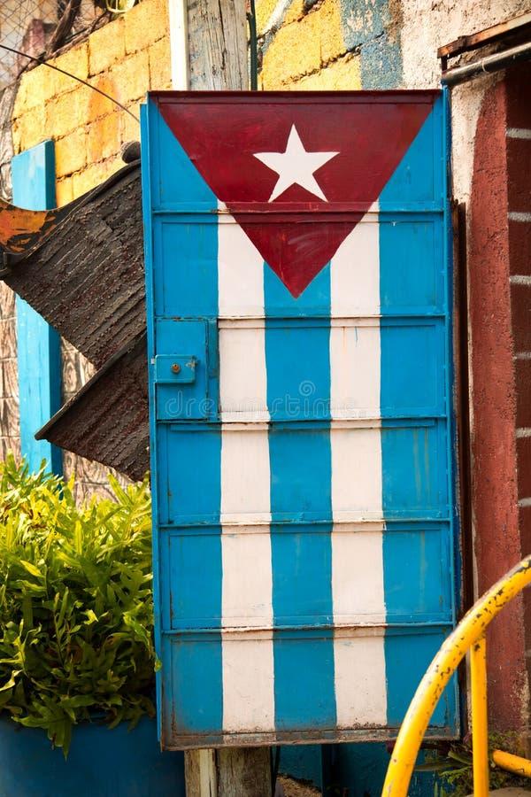 Flagge gemalt auf einer Metalltür lizenzfreies stockfoto