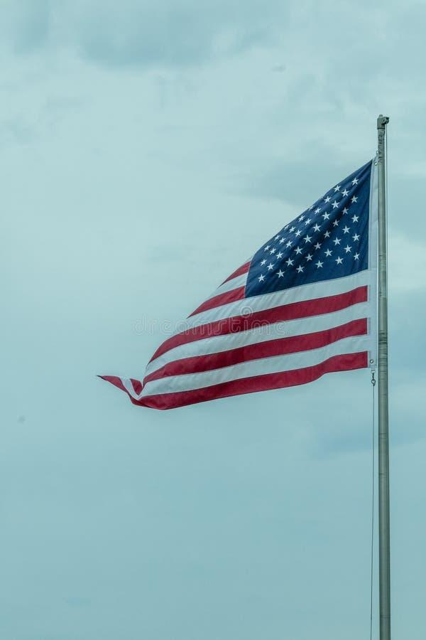 Flagge im Wind stockfotos
