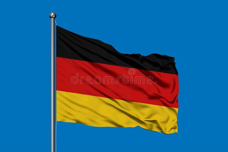 Flagge von Deutschland wellenartig bewegend in den Wind gegen tiefen blauen Himmel Deutsche Markierungsfahne stockbild