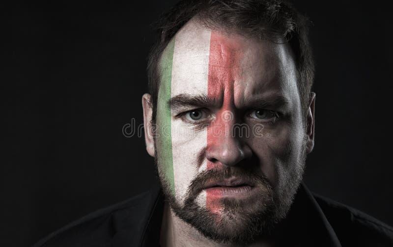 Flagge von Italien auf Gesicht lizenzfreie stockfotos