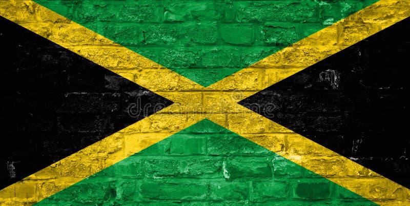 Flagge von Jamaika über einem alten Backsteinmauerhintergrund, Oberfläche stockfoto