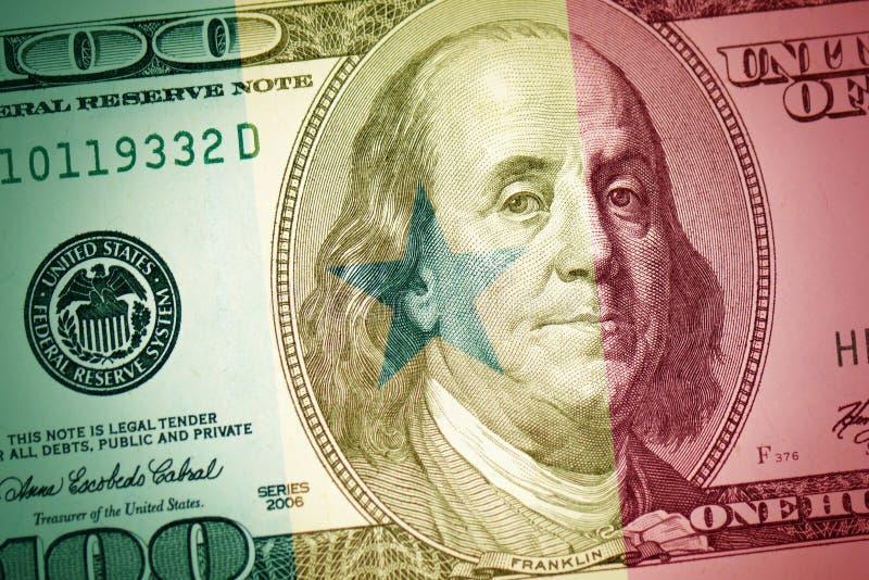 Flagge von Senegal auf einem amerikanischen Dollargeldhintergrund stockbild