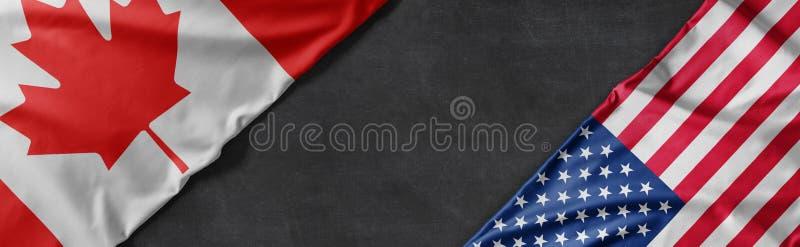 Flaggen Kanadas und der Vereinigten Staaten von Amerika mit Kopie des Raumes lizenzfreie stockbilder