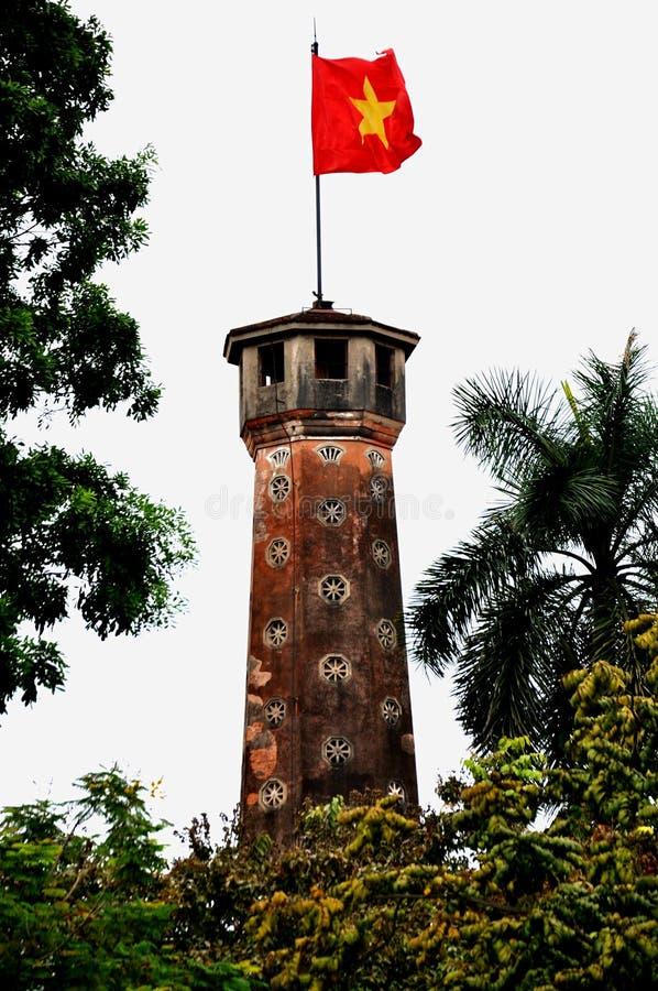 Flaggen-Kontrollturm, Hanoi, Vietnam lizenzfreie stockfotos