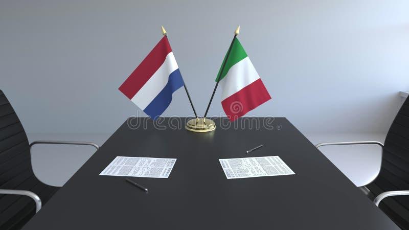 Flaggen von den Niederlanden und Italien und Papiere auf dem Tisch Verhandlungen und Unterzeichnen eines internationalen Abkommen stock abbildung