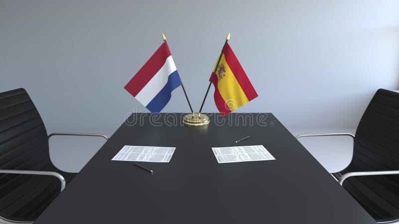 Flaggen von den Niederlanden und Spanien und Papiere auf dem Tisch Verhandlungen und Unterzeichnen eines internationalen Abkommen stock abbildung