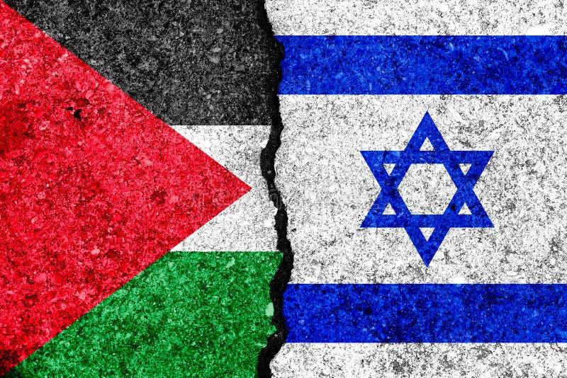 Flaggen von Israel und von Palästina gemalt auf gebrochenem Wandhintergrund lizenzfreie abbildung