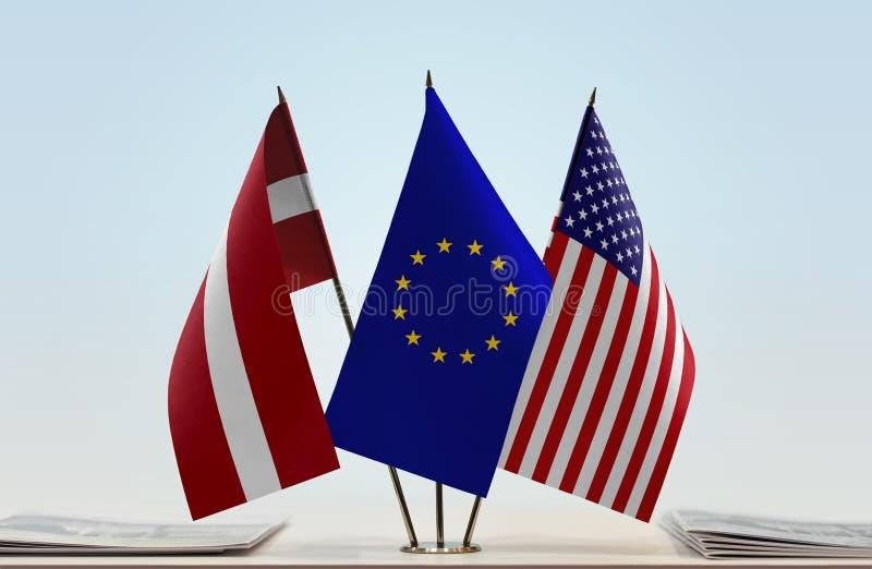 Flaggen von Lettland EU und USA stockfotografie