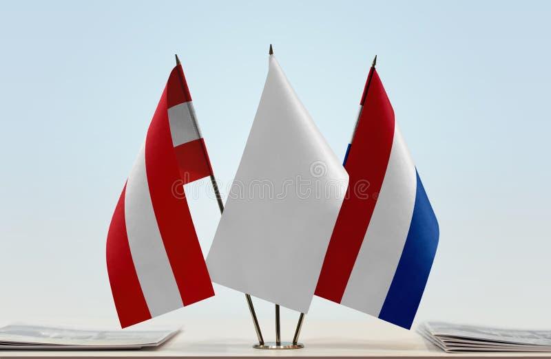 Flaggor av Österrike och Nederländerna fotografering för bildbyråer