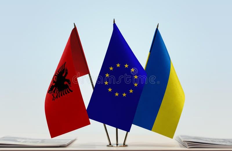 Flaggor av Albanien europeisk union och Ukraina arkivfoton