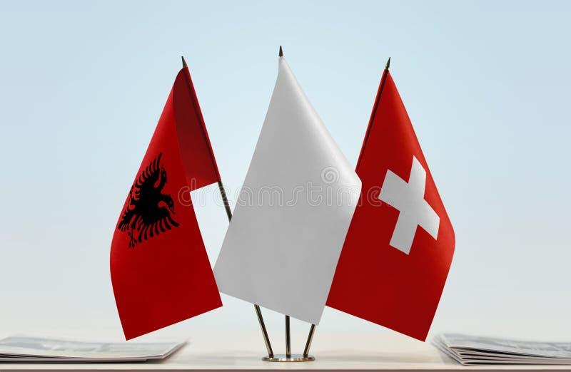 Flaggor av Albanien och Schweiz royaltyfria foton