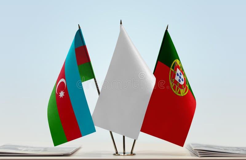 Flaggor av Azerbajdzjan och Portugal arkivfoto