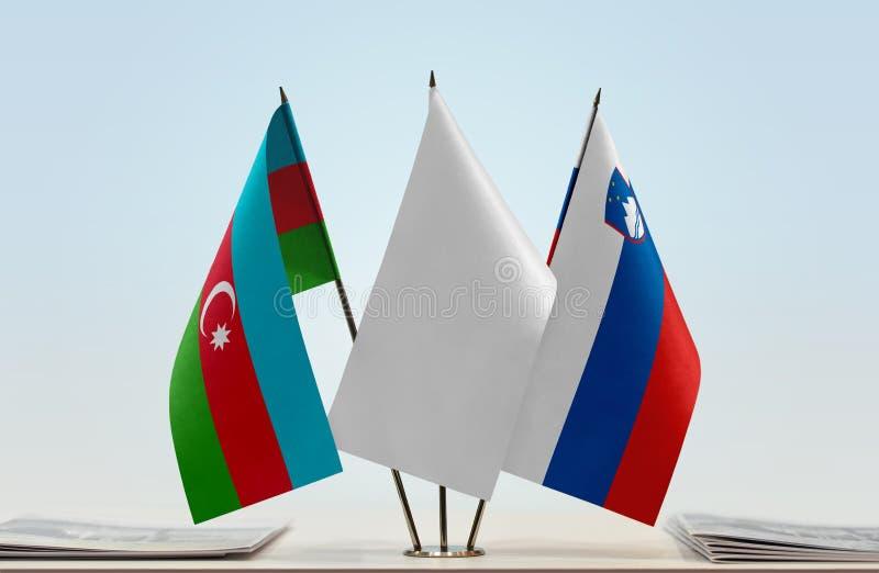 Flaggor av Azerbajdzjan och Slovenien royaltyfri fotografi