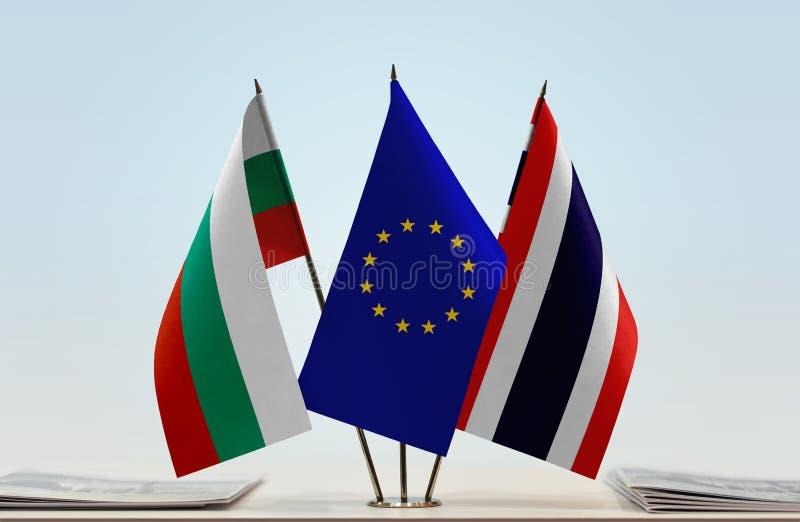 Flaggor av BulgarienEU och Thailand arkivfoto