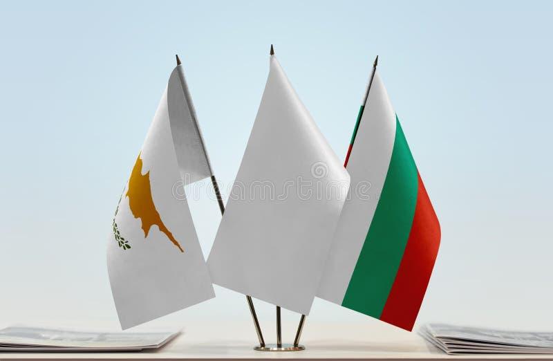 Flaggor av Cypern och Bulgarien arkivfoto
