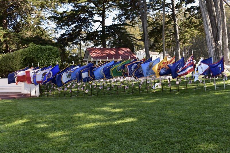 Flaggor av de individuella amerikanska tillstånden och territorierna, Presidio nationell kyrkogård Memorial Day 2018, 2 arkivfoton