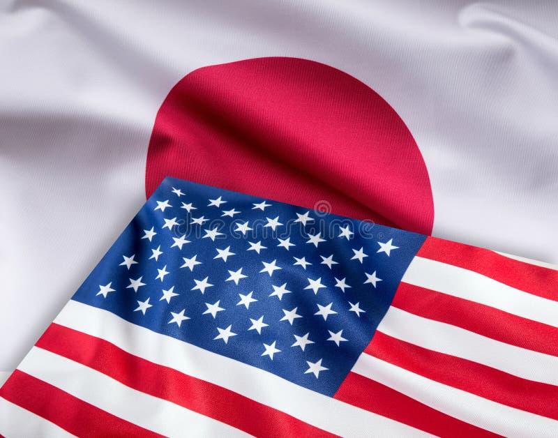 Flaggor av den USA och Japan flaggan tillsammans royaltyfri fotografi