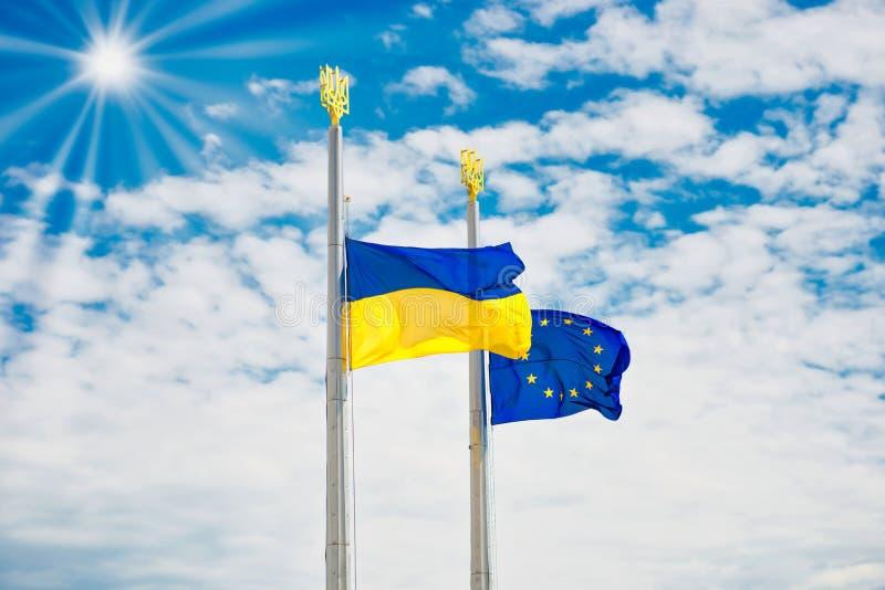 Flaggor av Europa och Ukraina royaltyfria bilder