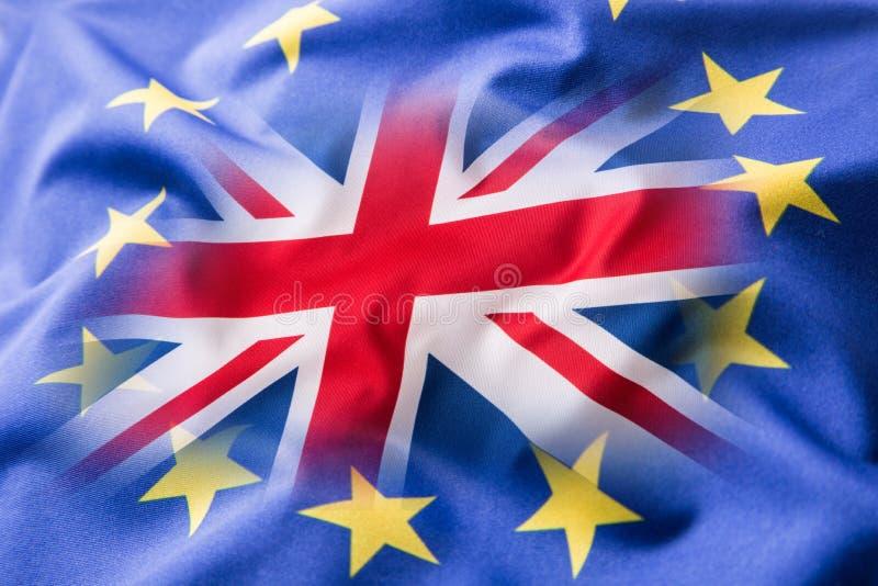 Flaggor av Förenade kungariket och den europeiska unionen UK-flagga och EU-flagga brittisk flaggastålarunion fotografering för bildbyråer