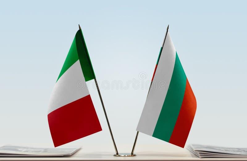 Flaggor av Italien och Bulgarien royaltyfri foto