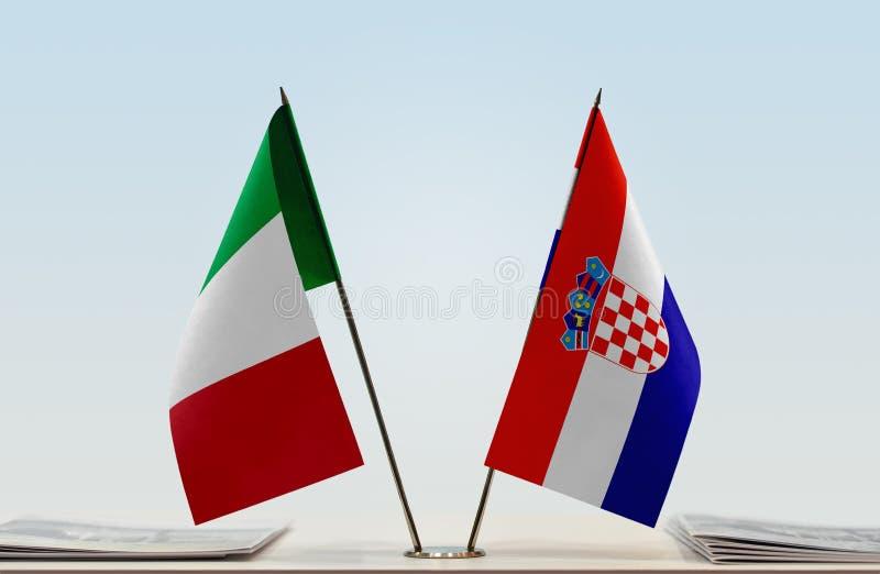 Flaggor av Italien och Kroatien arkivfoton