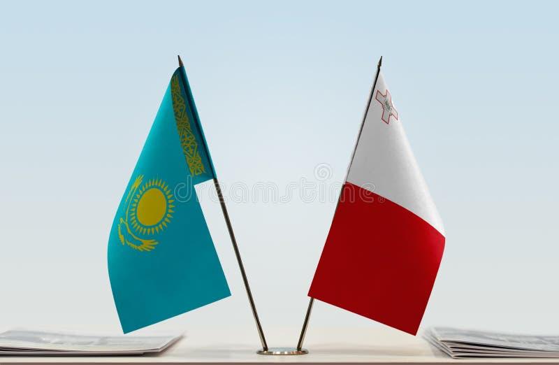 Flaggor av Kasakhstan och Malta royaltyfri fotografi