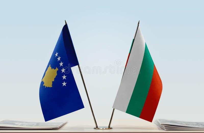 Flaggor av Kosovo och Bulgarien arkivbilder