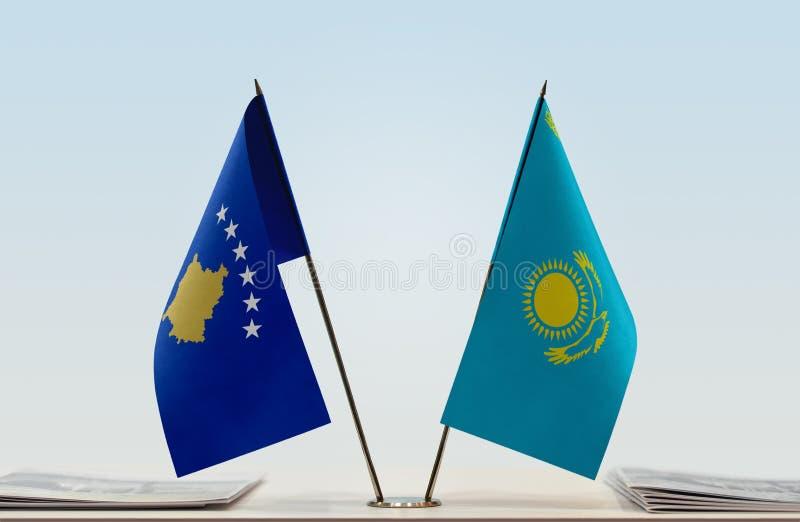 Flaggor av Kosovo och Kasakhstan arkivbild