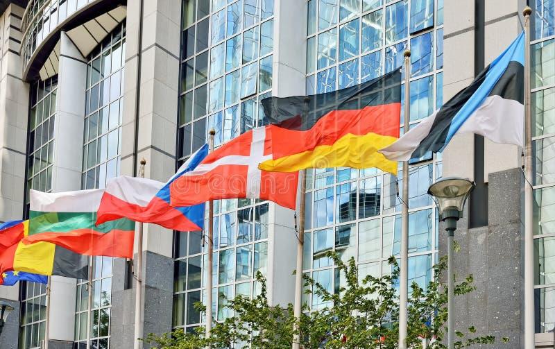 Flaggor av länder för europeisk union på Europaparlamentet i Bryssel arkivfoto