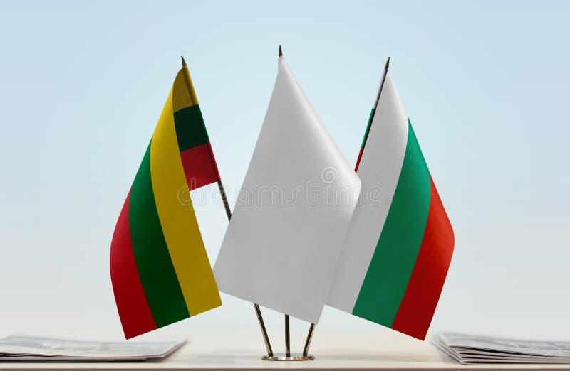 Flaggor av Litauen och Bulgarien royaltyfria bilder