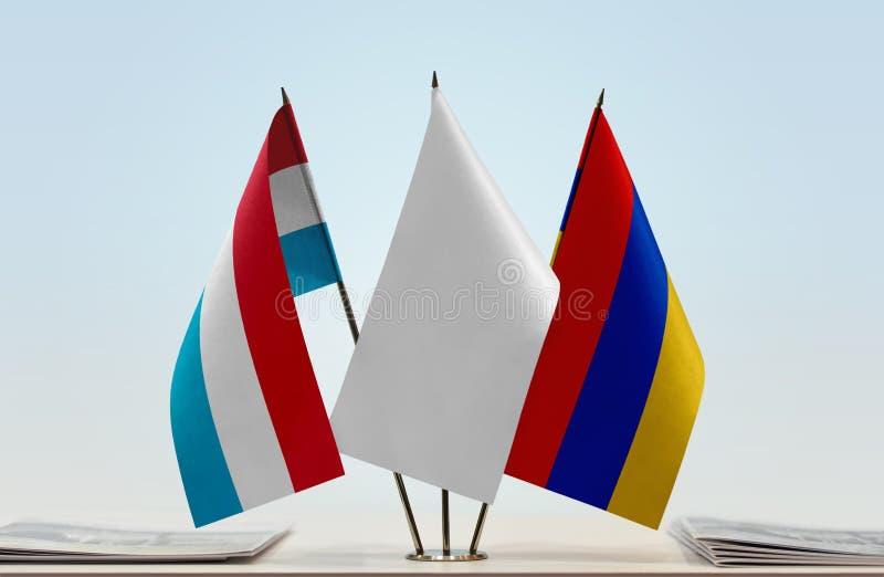 Flaggor av Luxembourg och Armenien arkivbild