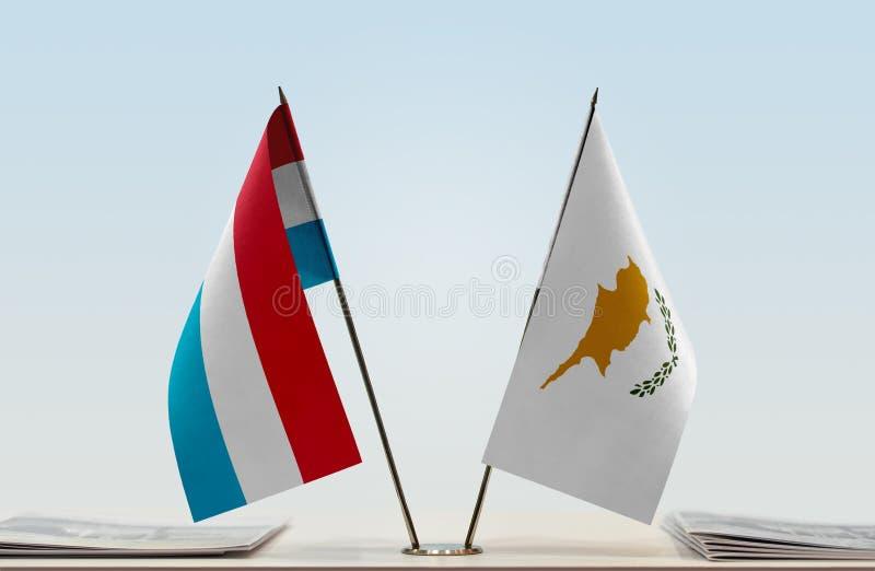 Flaggor av Luxembourg och Cypern royaltyfri bild