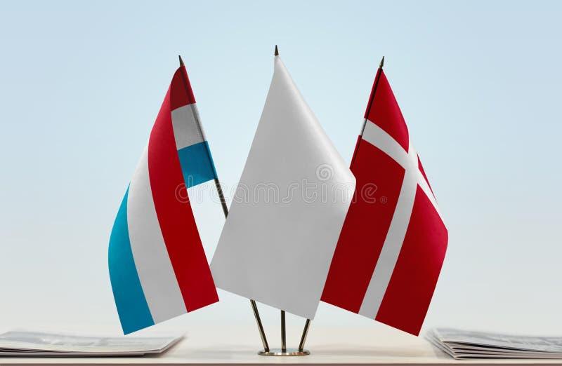 Flaggor av Luxembourg och Danmark arkivbilder