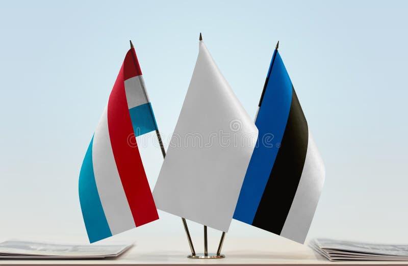 Flaggor av Luxembourg och Estland royaltyfri foto