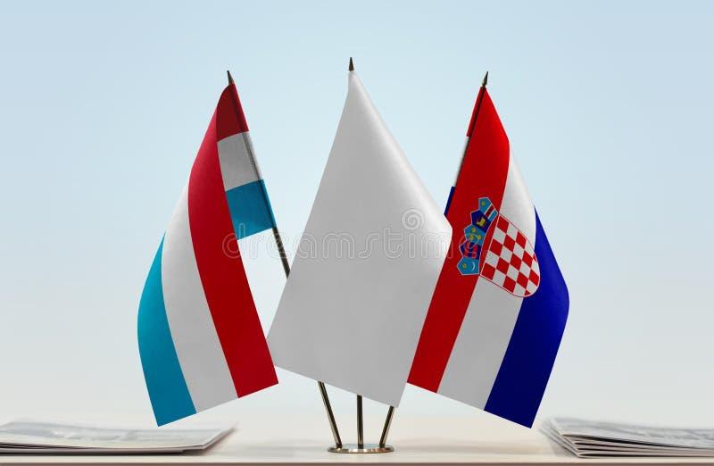 Flaggor av Luxembourg och Kroatien arkivfoto