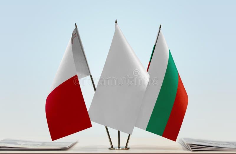 Flaggor av Malta och Bulgarien fotografering för bildbyråer