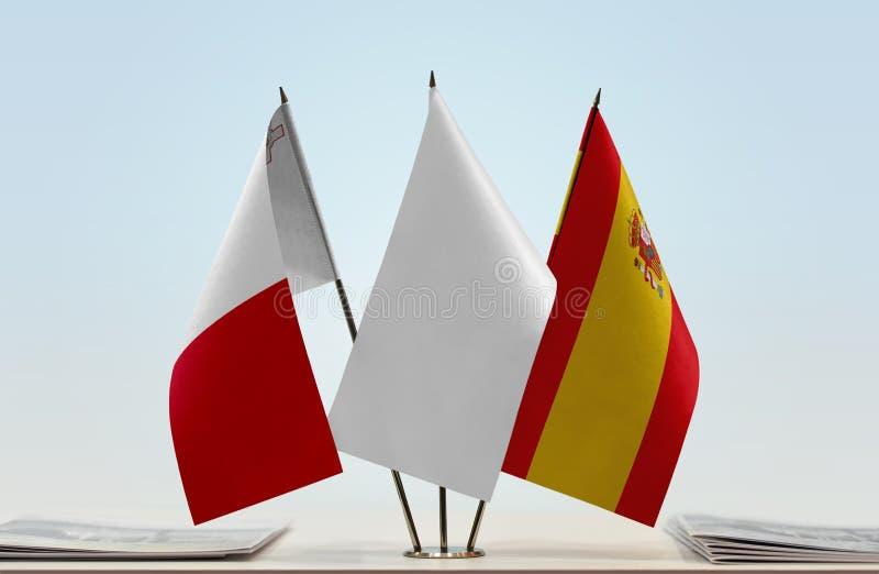 Flaggor av Malta och Spanien arkivfoto
