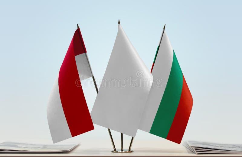 Flaggor av Monaco och Bulgarien royaltyfri bild