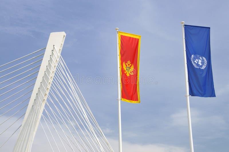 Flaggor av Montenegro och FN arkivbilder