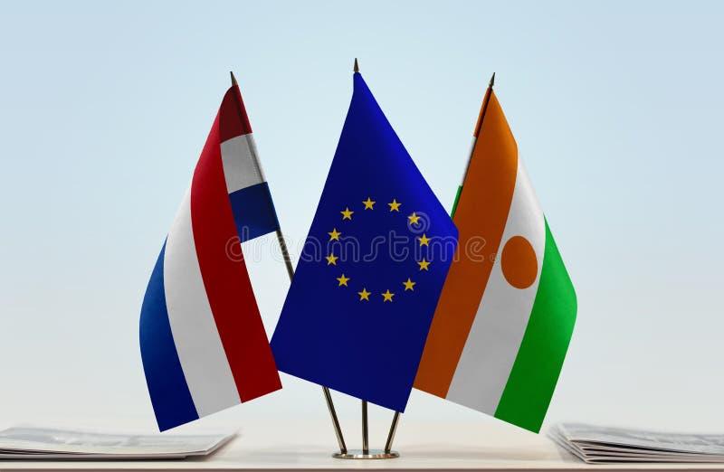 Flaggor av Nederländerna EU och Niger royaltyfria bilder