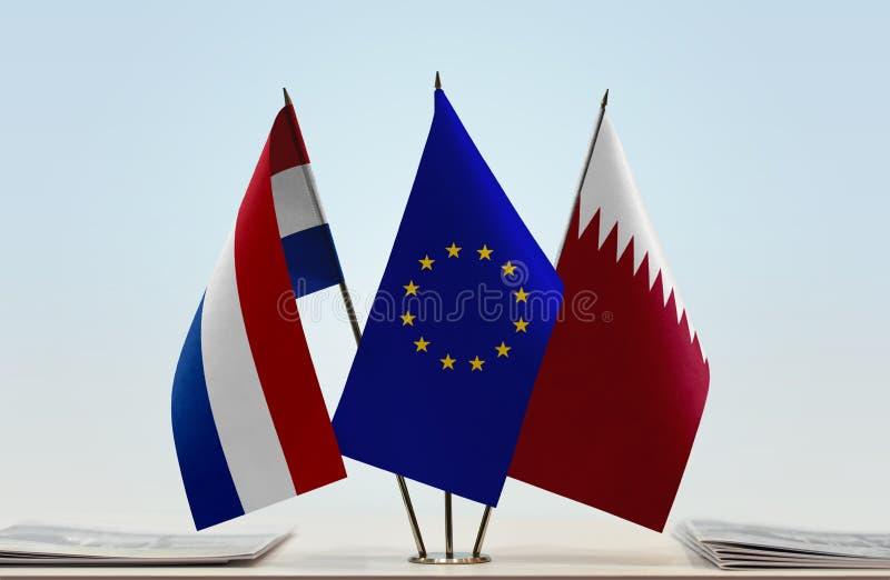 Flaggor av Nederländerna EU och Qatar fotografering för bildbyråer