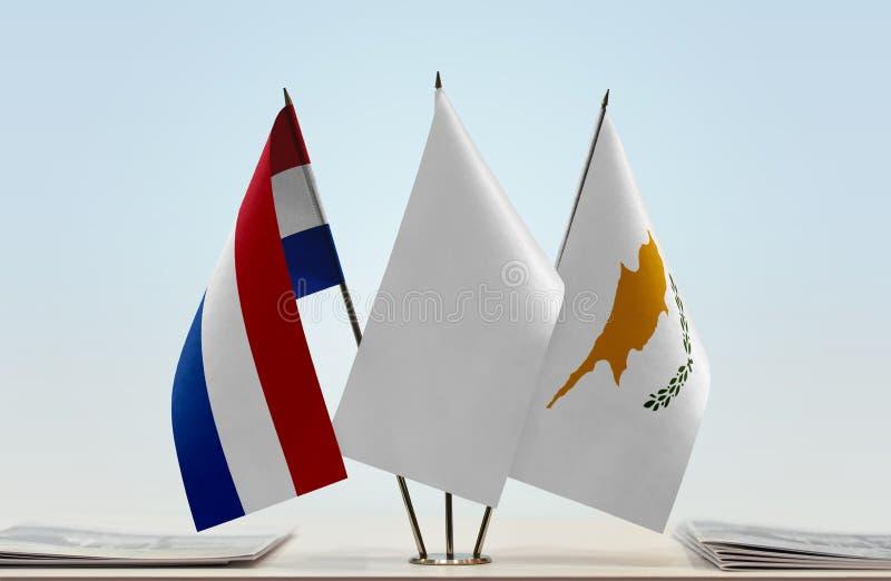 Flaggor av Nederländerna och Cypern fotografering för bildbyråer