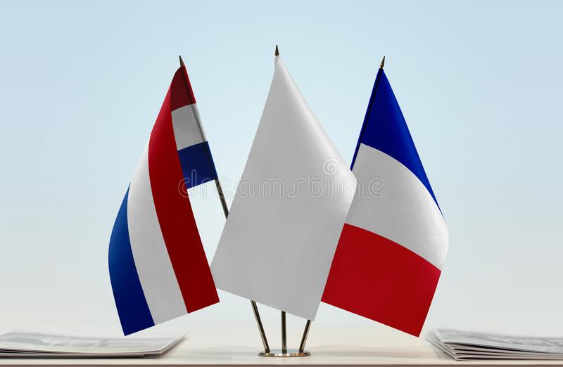Flaggor av Nederländerna och Frankrike royaltyfri bild