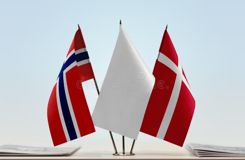 Flaggor av Norge och Danmark fotografering för bildbyråer