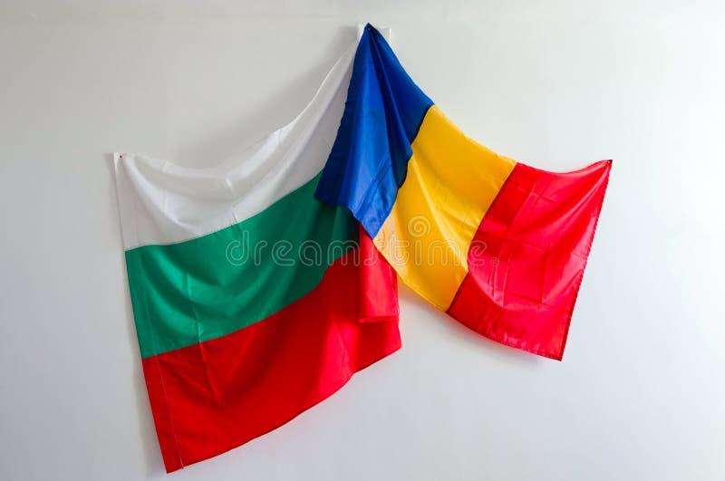 Flaggor av Rumänien och Bulgarien på `en för `-påskhästar, arkivbilder