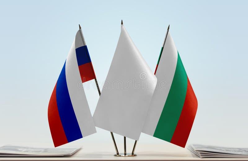 Flaggor av Ryssland och Bulgarien fotografering för bildbyråer