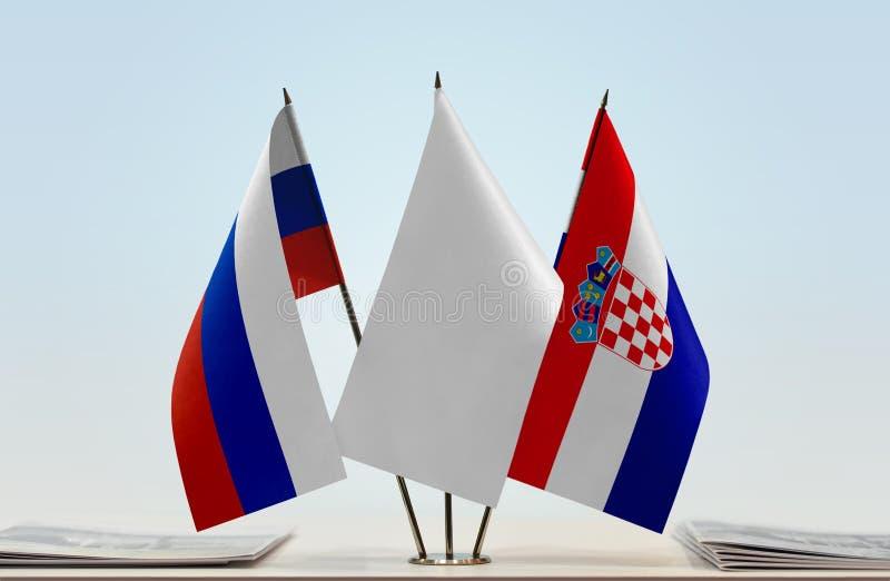 Flaggor av Ryssland och Kroatien arkivfoto